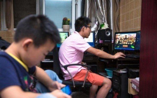 中年男游戏代练养全家 同操19台电脑 奇闻异事 第4张