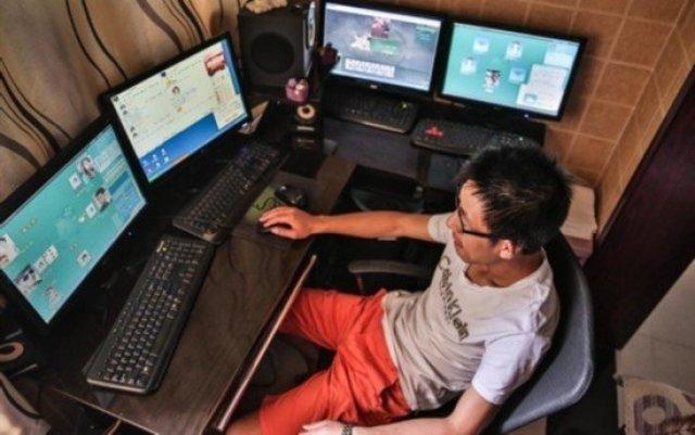 中年男游戏代练养全家 同操19台电脑 奇闻异事 第3张
