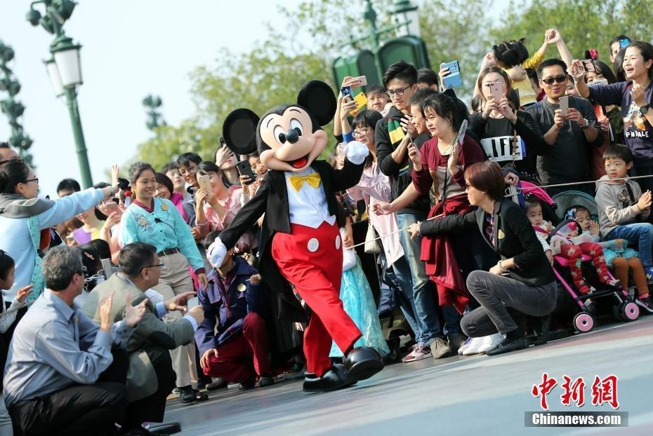 上海迪士尼乐园为米奇举行生日庆典