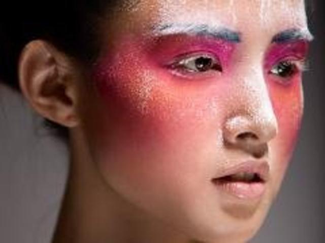 彩妆可能用到哪些化妆品和工具呢?让一秀艺素来解答这个问题