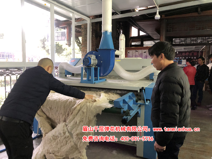 江老板参观180杀菌除螨精细一体机直接加工旧棉被